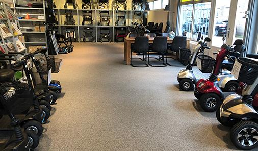 Showroom met scootmobielen